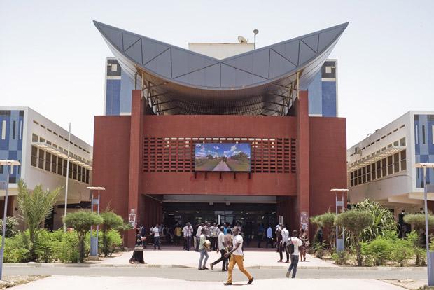 10-c-Parvis-bibliothèque-Dakar