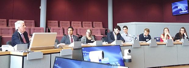 Etudiants-IAE-CDE-Bruxelles-Europe-Barnier_