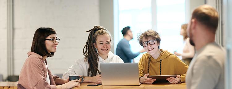 etudiants master embs @ pexels