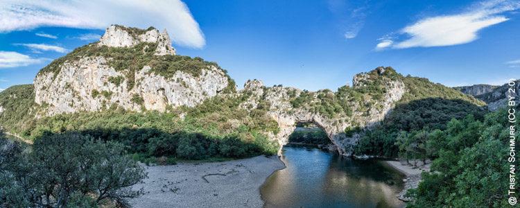 pont d'arc grotte chauvet @ tristan schmurr (cc by 2.0)
